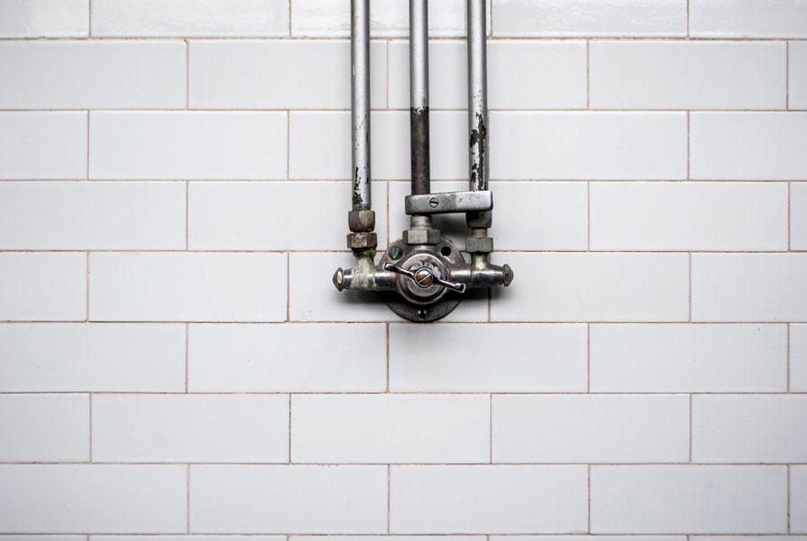 como-detectar-una-fuga-de-agua-en-casa-llave-de-paso