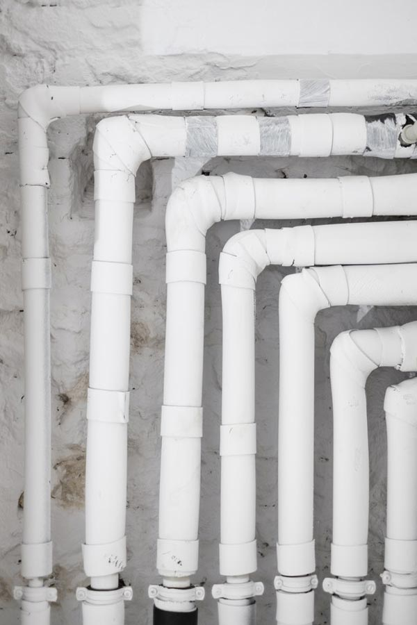 como-detectar-una-fuga-de-agua-en-casa-tuberia-exterior